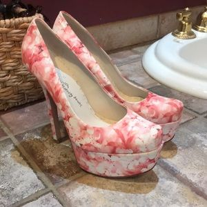Alice and Olivia floral platform pumps size 8